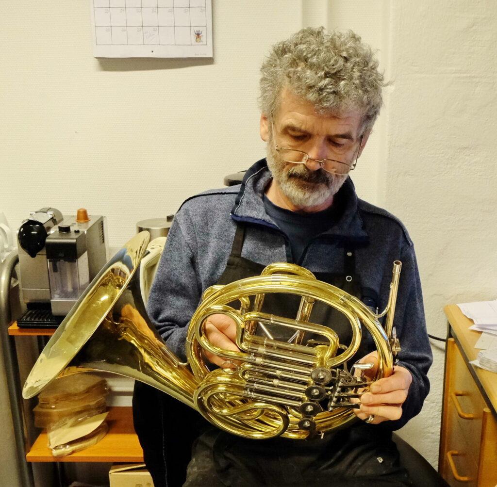 Reparationer af musikinstrumenter ved Richard Salsbury