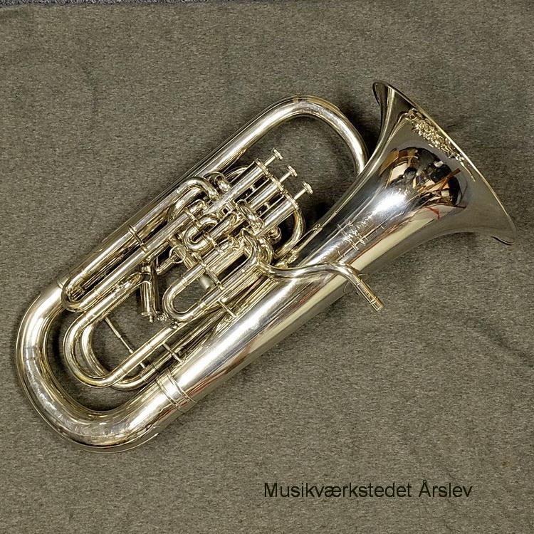 Willson euphonium 2900TA. 3+1 rustfri ventiler, compensating Bb. Brugt. I meget pæn stand. Efterset med garanti. Velspillende. Inkl. brugt etui. Pris. 30.000, - kr