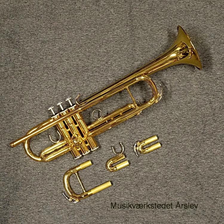 YTR-4435II. Bb/C trompet. med ekstra 1., 3. og stemmebøjler, så der er muligheden for at spil i Bb og C. Meget lidt brugt, som ny eksempel. Efterset og helt i orden. Pris. 5.500,- kr