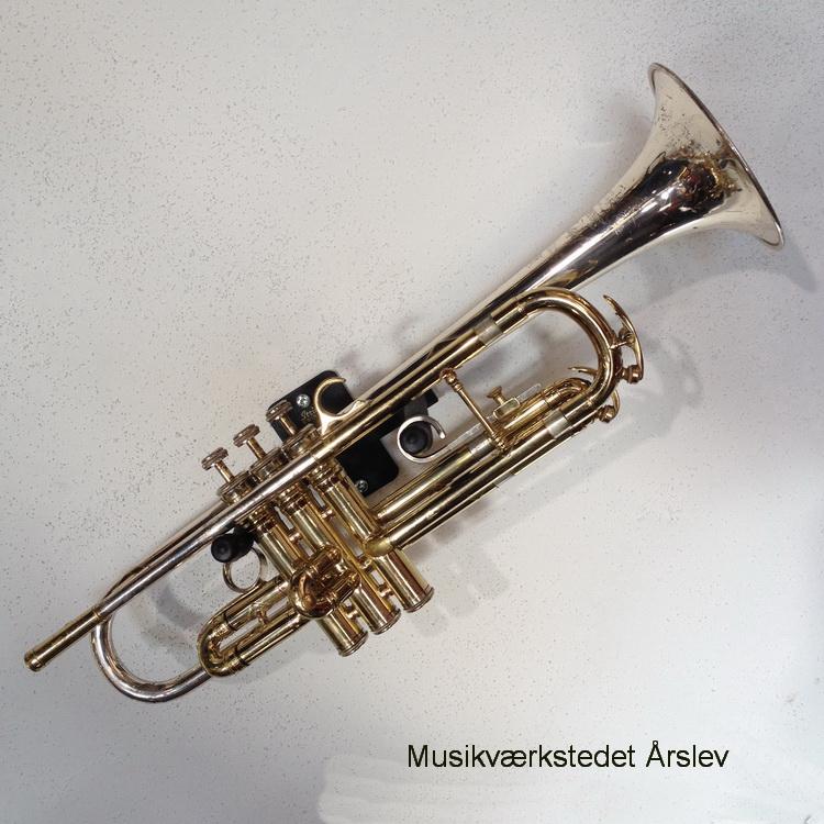 King Silver Sonic Bb trompet fra deres Cleveland fabrik. Sterling sølv schalstykke. fra ca. 1967. Velspillende med brugestegne/ patina. kr. 9.995,-